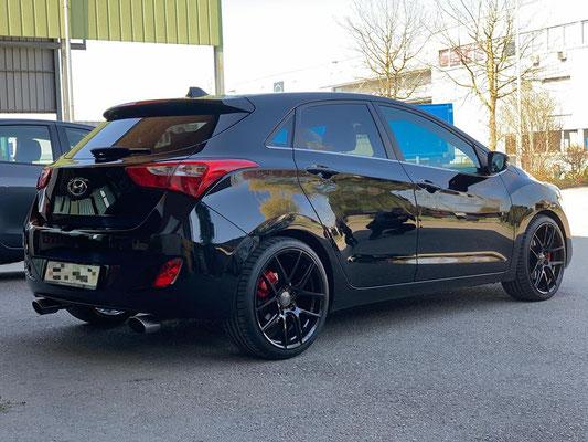 """Hyundai I30 mit Sportauspuffanlage, ACE AFF02 19"""" Räder und Roten Bremszangen.👍😎🏁"""