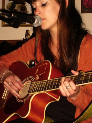 Kate Williams @ The Mucky Duck, Brighton - 06/04/12. Credit: Richard Ward.