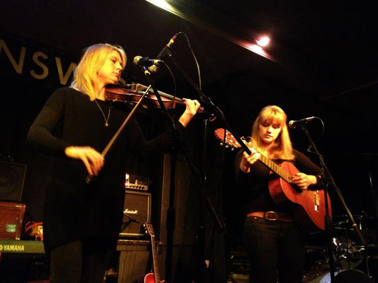 Isobel Anderson & Ruby Colley @ The Brunswick, Hove - 29/11/12. Credit: Richard Ward.