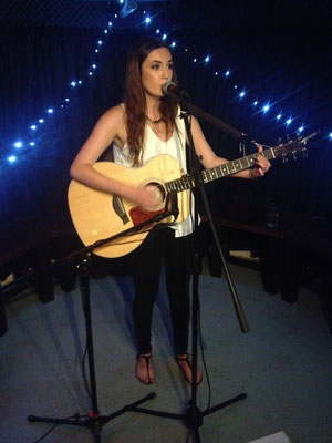 Hannah Renton @ The Brunswick, Hove - 23/07/15. Credit: Richard Ward.