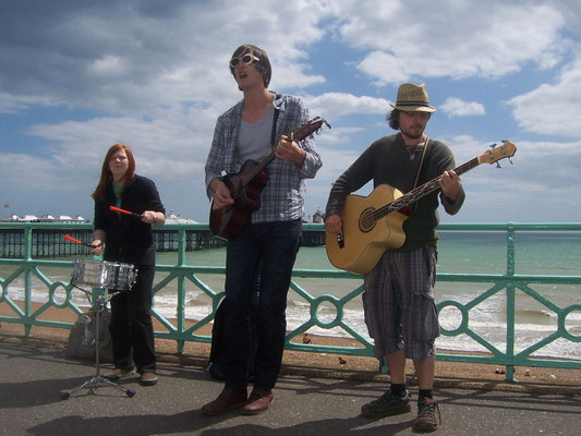 The Dan Markland Band busking on Brighton seafront - 19/06/09. Credit: Richard Ward.