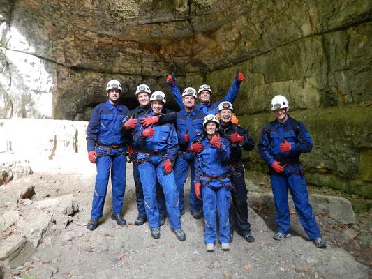 Glückliche Gesichter nach einer Erfolgreichen Höhlenexpedition mit Sports & Outdoor Guide