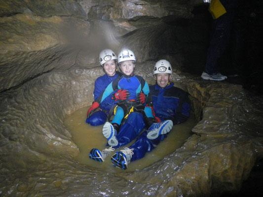 Das Täuferbecken in der Falkensteiner Höhle in Bad Urach