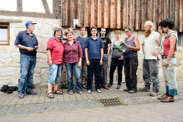 • die Kommune Kaufungen, Kirchweg 1, mit 6 Mehlschwalben und einign Mauerseglerpaaren