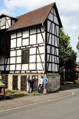 • Der Landwirt Neuenhagen, Wilhelmstraße 13 , mit sieben Rauch- und acht Mehlschwalbennestern