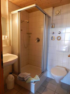 Wertach-Ferienwohnungen.de  Blick ins Bad Ferienwohnung Bärenhöhle