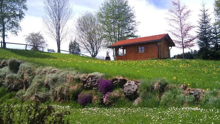 Wertach-Ferienwohnungen.de  Blick in den großen Garten vom Gästehaus Nattererhof