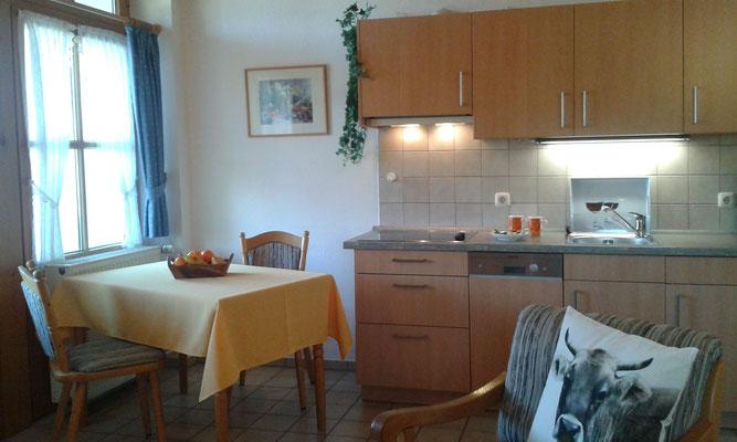 Wertach-Ferienwohnungen.de  Blick auf die Essecke und Küche Ferienwohnung Bärenhöhle