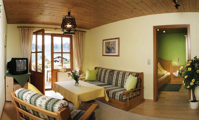 Wertach-Ferienwohnungen.de Blick ins Wohnzimmer Ferienwohnung Sonnenschein