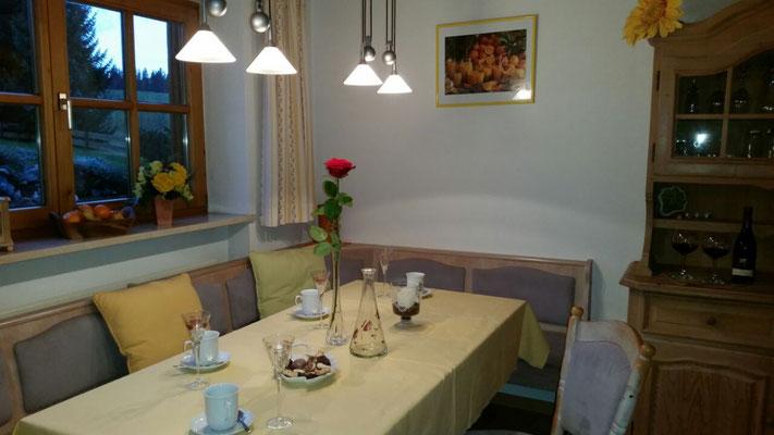 Wertach-Ferienwohnungen.de  Blick zur Essecke - Küche Ferienwohnung Sonnenschein