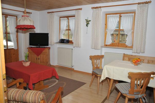Wertach-Ferienwohnungen.de  Blick ins Wohnzimmer Ferienwohnung Fuchsbau