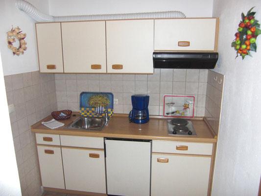 Wertach-Ferienwohnungen.de Blick in die Küche Ferienwohnung Regenbogen