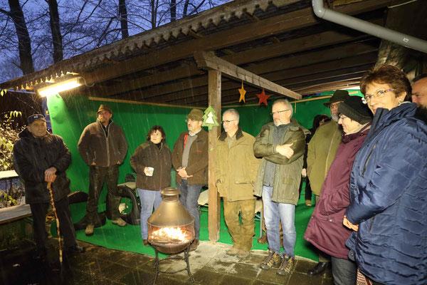 Das wärmende Holzfeuer und der Glühwein