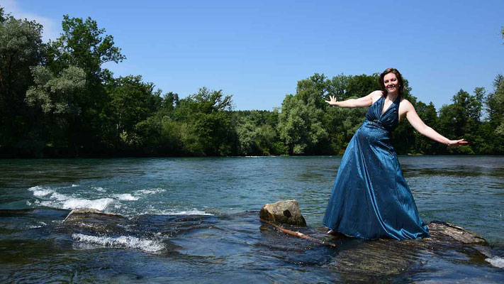 Frau, abendkleid, fluss, sommer, textakteurin, flowfly.photo