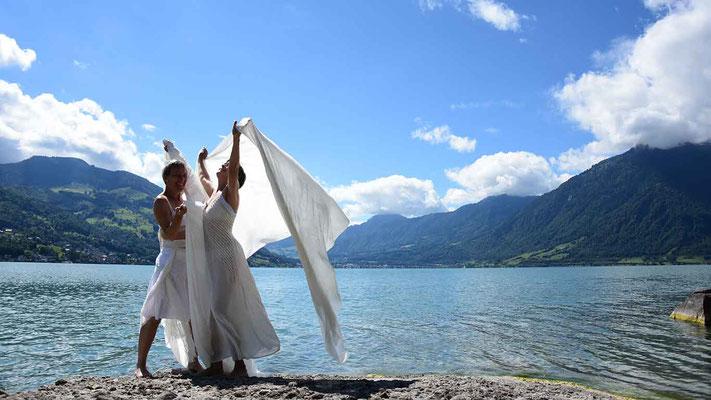 Frauen, sommer, seide, farbreise, flowfly.photo