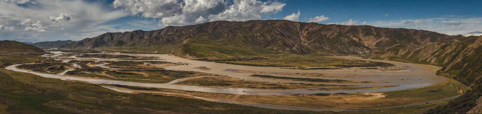 Gelber Fluss. Der wunderschöne Fluss, dem wir mehrere Tage folgten, entpuppte sich als der zweitgrößte Fluss Chinas - ne Wucht von 5464 Kilometern.