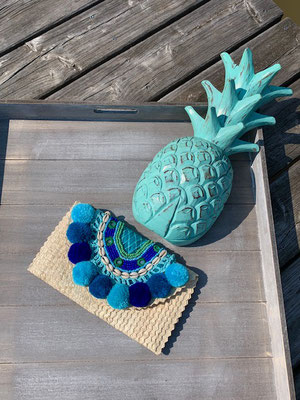 "Clutch ""Beach Pom Pom"" natural/blue,39€"
