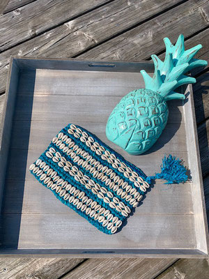"Clutch ""Seashell allover"" turquoise,  49€"