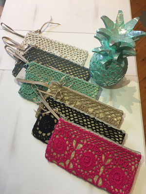 "Clutch ""Crochet"", pink,black,beige ( sold out),türkis,grey,white  24€"