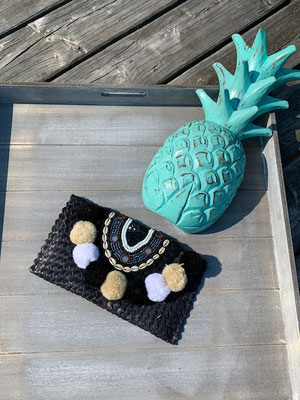 "Clutch ""Beach Pom Pom"" black,39€"