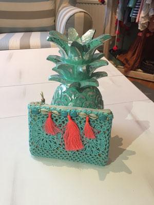 "Miniclutch ""Crochet Tassel"" türkis/coral, 24€"