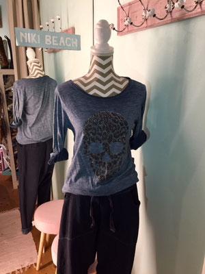 """Shirt """"Scull"""", one size, navy 34,90€ auch in grey erhältlich"""