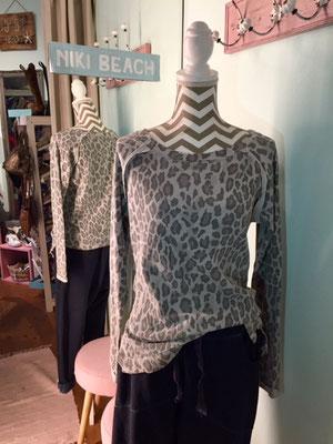"""Sweater """"Leo"""", one size, grey 39,90€"""