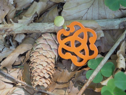 Ohrangerie Ohrringe aus Horn, handmade, orange/rosegold, 109€