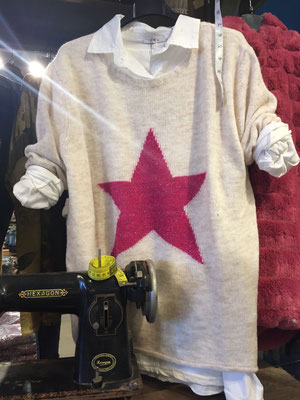 "Pullover ""Star"" white/pink, one size 44,90€"