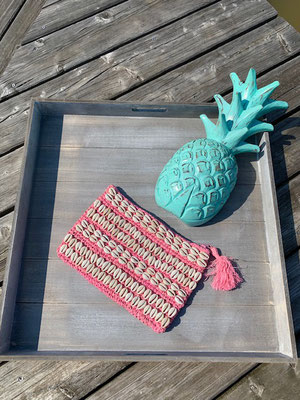 "Clutch ""Seashell allover"". pink,  49€"