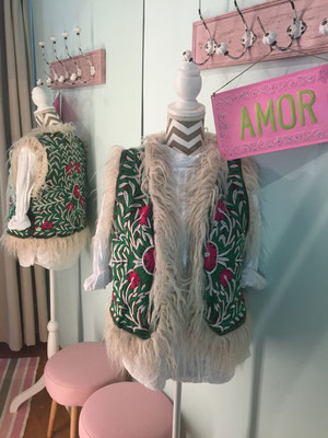 "Gilet ""Ibiza"" green/pink, one size 59,90€"