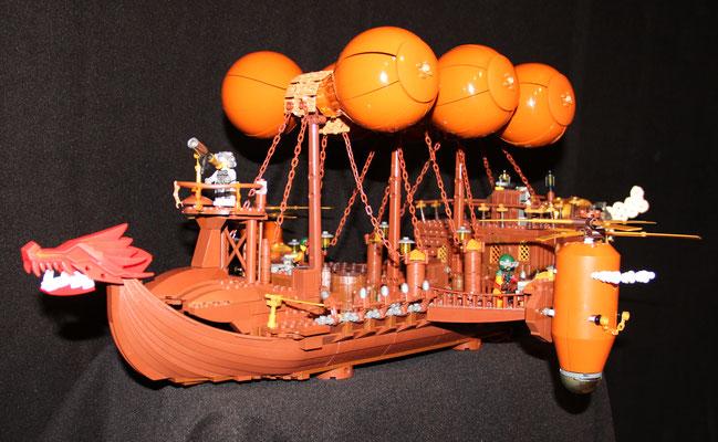 Lego Steampunk Fliegender Händler Luftschiff schräg