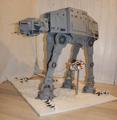 Lego Star Wars AT-AT UCS Version mit Snowspeeder Vorne Seite