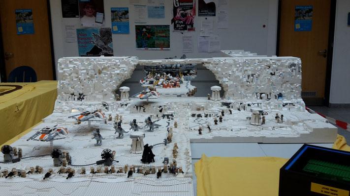 LEGO Star Wars Hoth Echo Basis Außen mit Hangar Toren Graben Rebellen