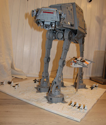 Lego Star Wars AT-AT UCS Version mit Snowspeeder Vorne