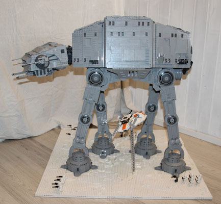 Lego Star Wars AT-AT UCS Version mit Snowspeeder Seite