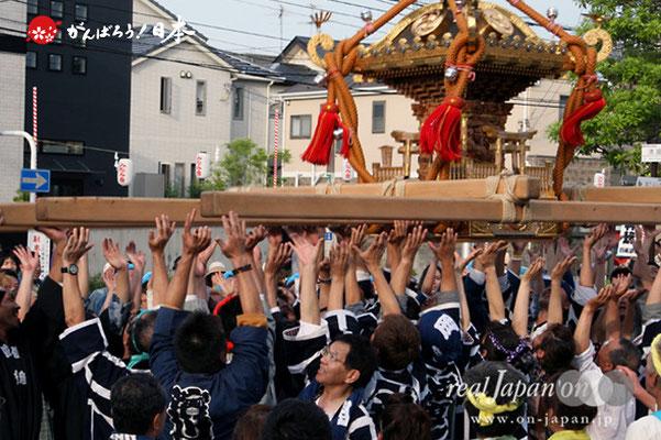 浦安三社祭〈岡崎會〉放り受け @2012.06.17