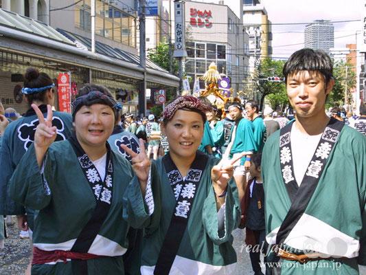 お祭り好きさん。祭りがもしなかったらただ寝ているかなぁ。富岡さんや来週の亀戸香取さんも担ぎます!
