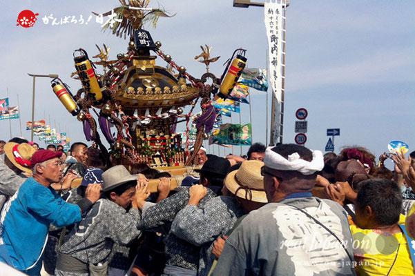 〈羽田まつり・各町神輿連合渡御〉横町 町会