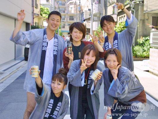 森二睦会さん/柳壹南さん。深川神明宮の祭りは3年に一回の楽しみ。地元鳥越まつりをはじめ渋谷、越谷などで担いでいます~ 祭りの魅力は人のつながり、地域のつながりかな。