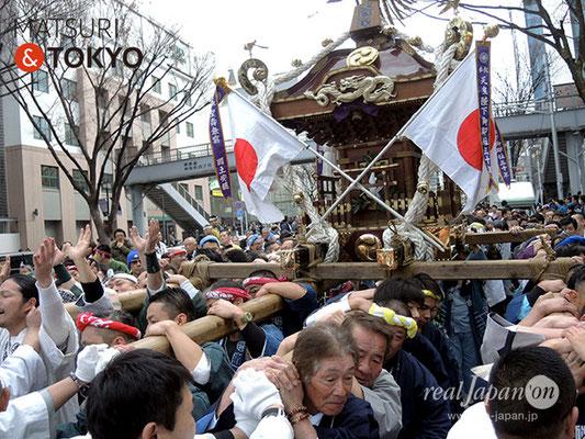 〈建国祭 2018.2.11〉萬歳會 1 (大鳥居) ©real Japan'on : kks18-005