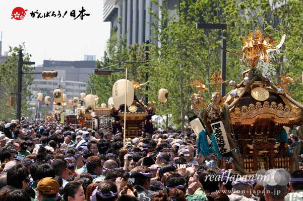〈すみだ区民祝賀パレード〉東京スカイツリータウン・ソラマチ前