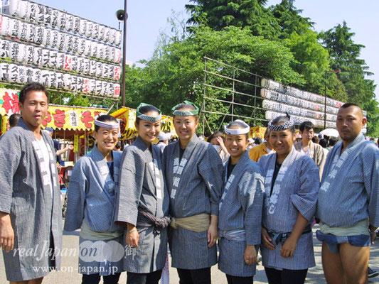 浅西さん。祭りの魅力は一言では言えないなぁ。江戸っ子の血が騒ぐ、肩がうずく、仲間と一つになれる。かな。