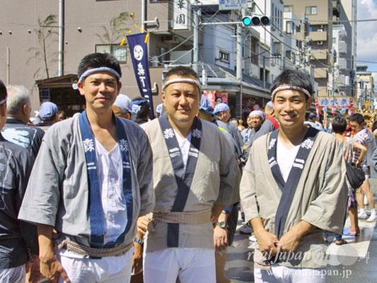 森二さん。祭りは地元コミュニティの活性化、街がひとつになるよね。(内お二人は初めてのご参加)この機会を逃すと一生できないと思い参加しました!