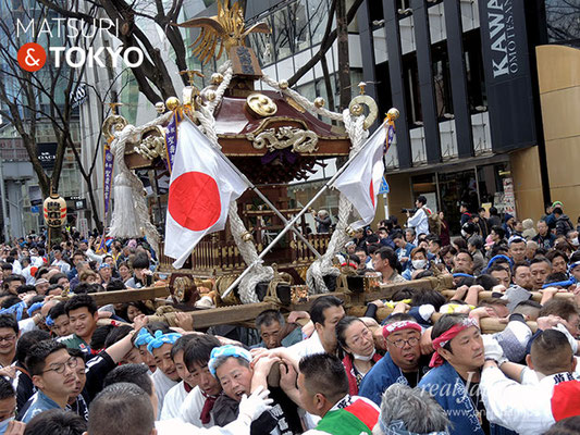 〈建国祭 2018.2.11〉 萬歳會 1 (大鳥居) ©real Japan'on : kks18-006