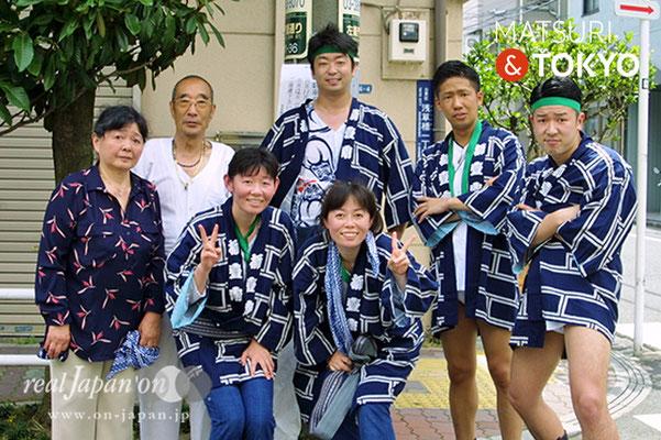 柳壹南さん:祭の最中は何も余計なことを考えないのがいいよね。親子で祭を楽しみ(女性)、世代と超えて楽しめる祭はいいよね、サル年で、3回りも違うよ(笑