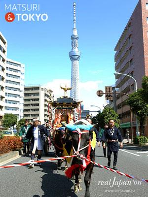 牛嶋神社大祭, 神幸祭, 2017年9月15日・16日〈東京スカイツリーと牛が曳く鳳輦・神幸祭〉