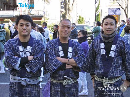 國睦さん:祭はみんなでワイワイできて楽しいですよね。年間40箇所は担がせて頂いています。 お薦めは阿伎留神社例大祭。珍しい百貫を超える六角神輿は必見です。