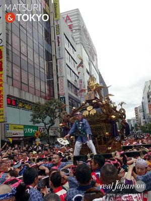 〈神田祭 2017.5.14〉江戸神社奉賛会(旧神田市場) 千貫神輿 ©real Japan'on -knd17-017