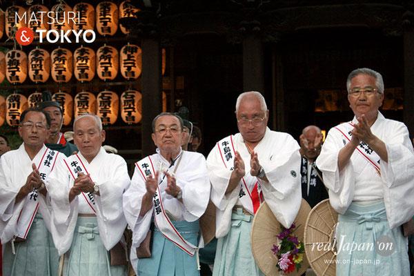 牛嶋神社大祭, 神幸祭, 2017年9月15日・16日〈鳳輦をお迎えする牛嶋神社総代〉